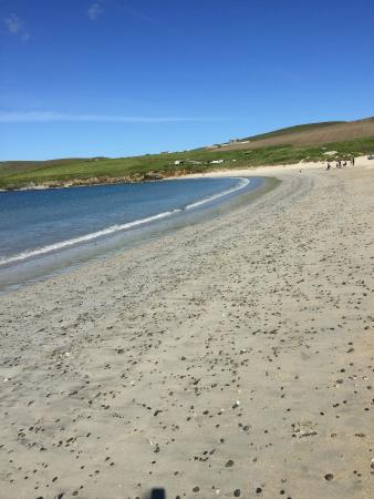 """Hayhoull Bed & Breakfast: The nearby beach on the sand """"tombolo"""" to St Ninians Isle"""
