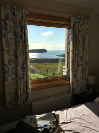Hayhoull Bed & Breakfast: View from ground floor bedroom towards St Ninians Isle