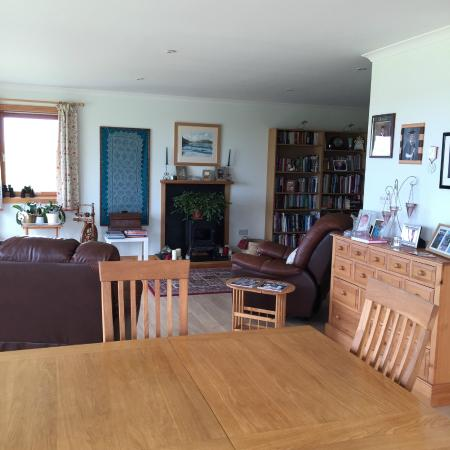 The well-equipped guest lounge, with big table, lots of books, TV and sea view.
