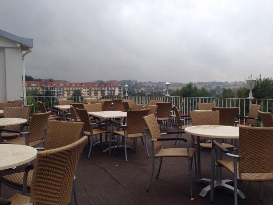 Hetzdorf b. Niederschoena, Germany: Ansicht vom Parkplatz und Blick über das Tal von der Terrasse