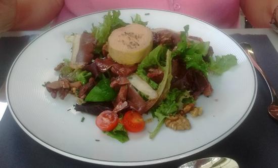 Avene, Frankreich: Salad, foie gras, gizzards, all the usual suspects - delish