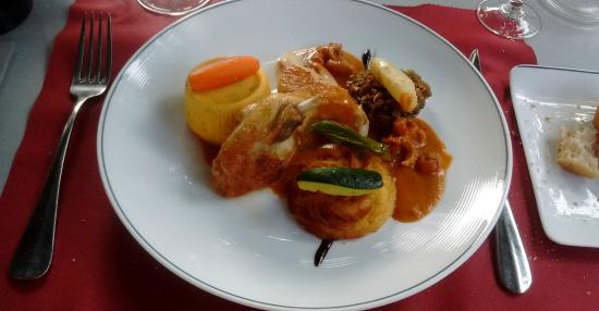 Avene, Frankreich: Guinea Fowl with too much stuff to list - delish