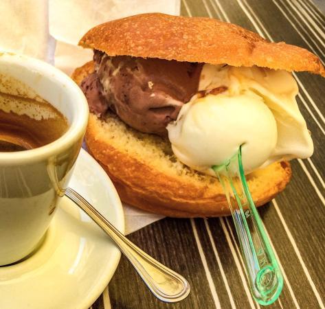 La Mela Verde : Cheesecace icecream-sandwich. The best icecream I've ever had!