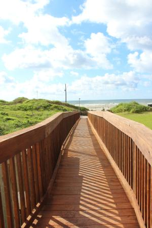 The Dunes Condominiums: 60 steps to get sand in your toes