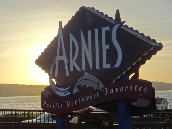 Arnie's Restaurant & Bar - Edmonds: Nice Views During Dinner