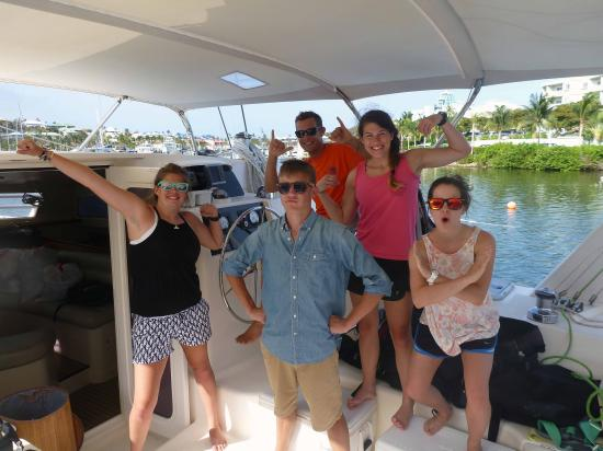 Oyster Pond, St-Martin/St Maarten: Team ECCO students with Captain Manu in Super Hero mode!