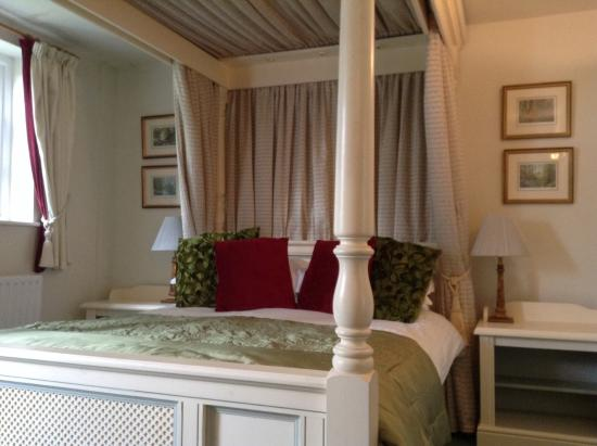Claxton, UK: Romantic and very comfortable four poster
