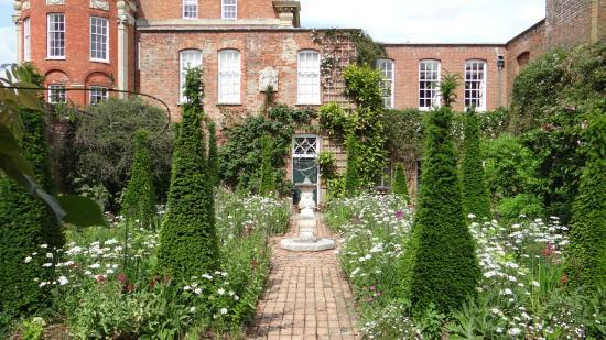 Cottesbrooke Gardens: Cottesbrooke Hall