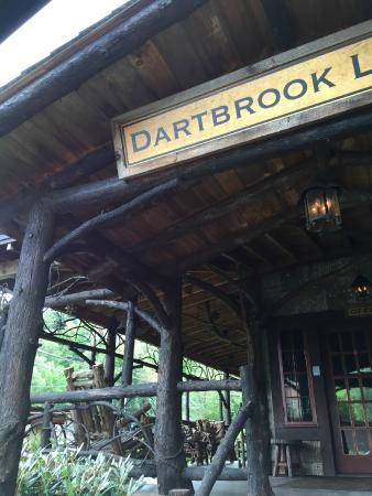 Dartbrook Lodge: The main office - great porch! Borrow free books and movies.
