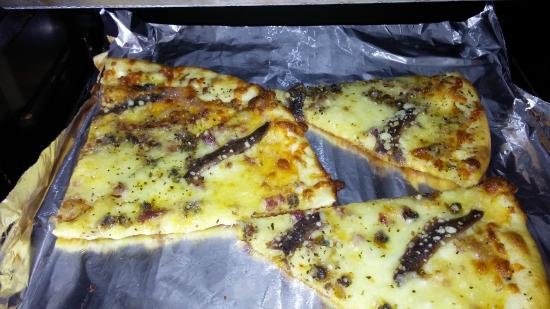 Salvation Pizza: Reheated Anchovy pizza - Oh MAN!