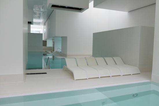 La baln o avec ses multiples bassins remous sauna hammam for Balneo ronde pas chere le havre