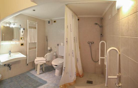 Kappa Hotel: Bathroom
