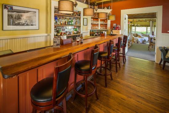 Eaton, NH: The bar at Max's at the Snowvillage Inn.