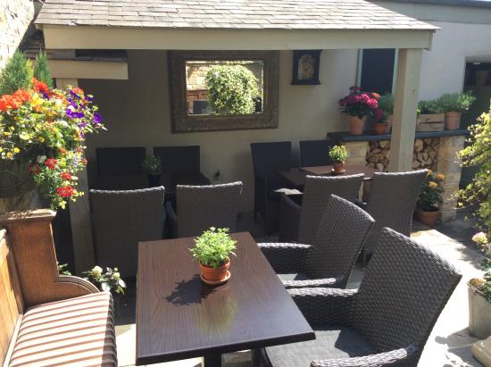 The Kings Head: Seating area in our courtyard