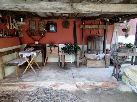 Hotel Rural El Llagar: Justo delante del hotel