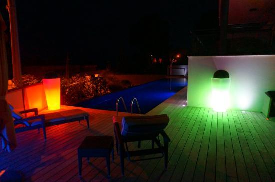 Villa Cassis: Garten bei Nacht