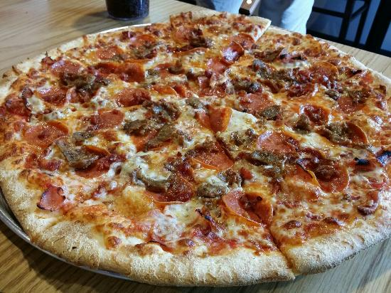 Best Food In Branson Rocco S Ny Style Pizza By Mama D S