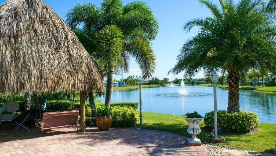 Silver Palms RV Resort: Custom Lots with Tiki Huts