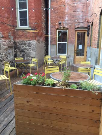 The Hummingbird Cafe: Having some coffee. Wanted to sit out in the adorable sweet outdoor area but it's rainy right no