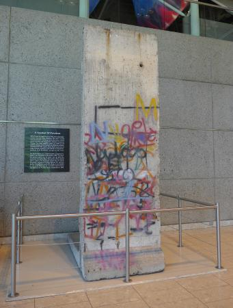 gerald r. ford museum, piece of the berlin wall - picture of gerald