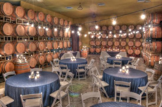 McGrail Vineyards and Winery: Club Room