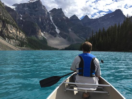 Moraine Lake Lodge: We had the whole lake to ourselves