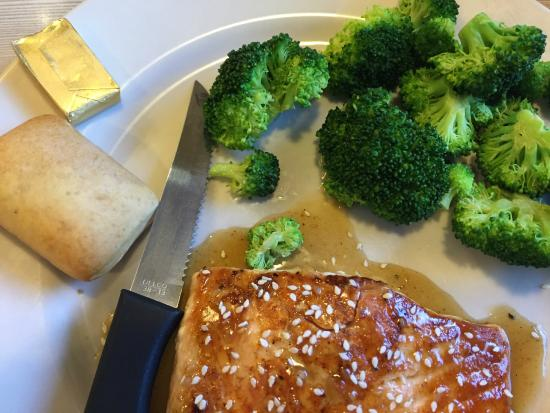 Perkins Restaurant & Bakery: Dry, tasteless salmon, but note the butter pad being nearly as big as the micro-roll!