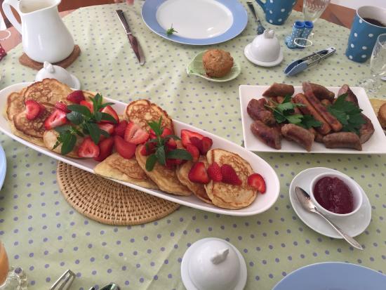 Traditions Guest House : Patti's freshly back lemon ricotta pancake
