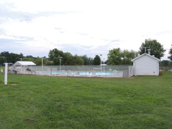 Maple Lakes: pool