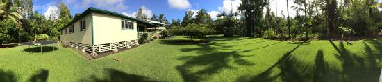 Hale Moana Bed & Breakfast: Beautiful grounds