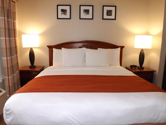 Country Inn & Suites By Carlson, Ocala: KING BED