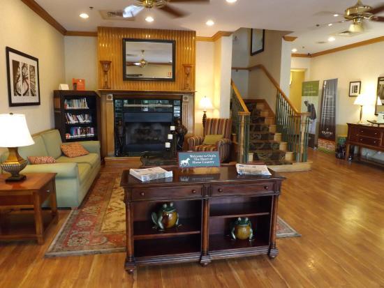 Country Inn & Suites by Radisson, Ocala, FL: LOBBY AREA