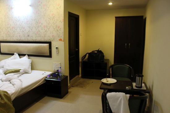 Hotel SG Comforts : Bed Room, Almirah