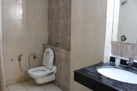 Hotel SG Comforts : Washrooms