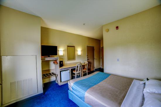 Motel 6 Huntsville: Guest Room