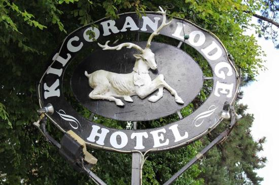 Kilcoran Lodge Hotel : Hotel sign from the road