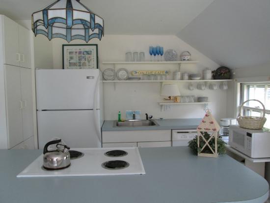 Captain Gosnold Village Cottage Colony: Kitchen