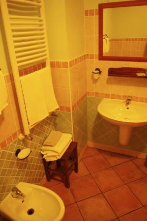 Palazzo Ajala B&B: Bagno camera matrimoniale