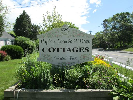 Captain Gosnold Village Cottage Colony: Front sign