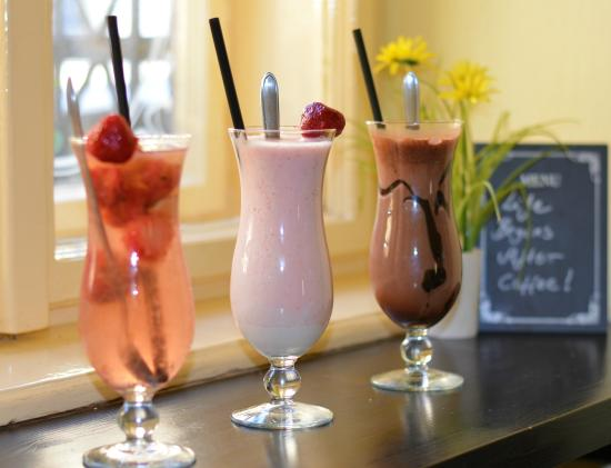 Walzer Café: Delicious cold drinks to quench your thirst...