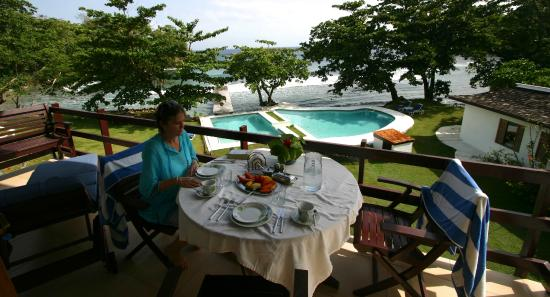 The Resort at Wilks Bay: Breakfast on the terrace