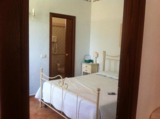 La Rocca dei Briganti: La camera da letto, ovviamente c'è anche la cucina nella stanza accanto