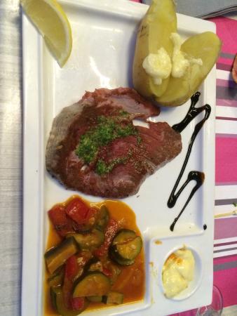 La petite Brasserie: Le thon à la plancha est délicieux pour le prix, par contre la brochette est très petite avec de