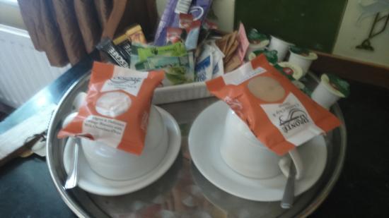 Gleneagles Guesthouse: hospitality tray!