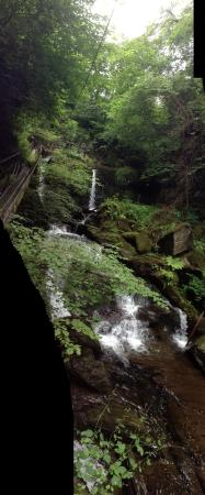 Glen Lyn Gorge: The water fall at the top
