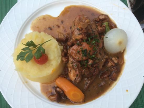 L'Auberge du Bonheur: Saute d'agneau, cuisse de lapin et tarte aux fraises