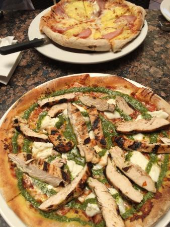 Sammy's Woodfired Pizza & Grill: Great pizza! We had the Hawaiian and added grilled chicken to the Burata and Pesto. Thin, not to