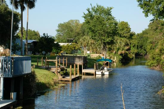 Bulow RV Resort: Properties With Water Entrance