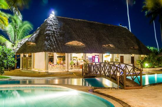 Uroa Bay Beach Resort Restaurant