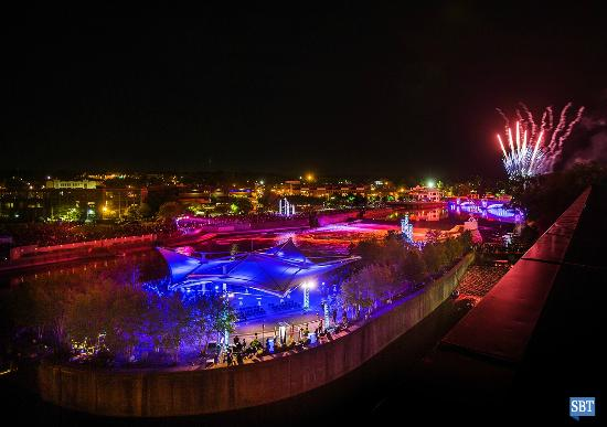 Century Center Convention Center: River Lights